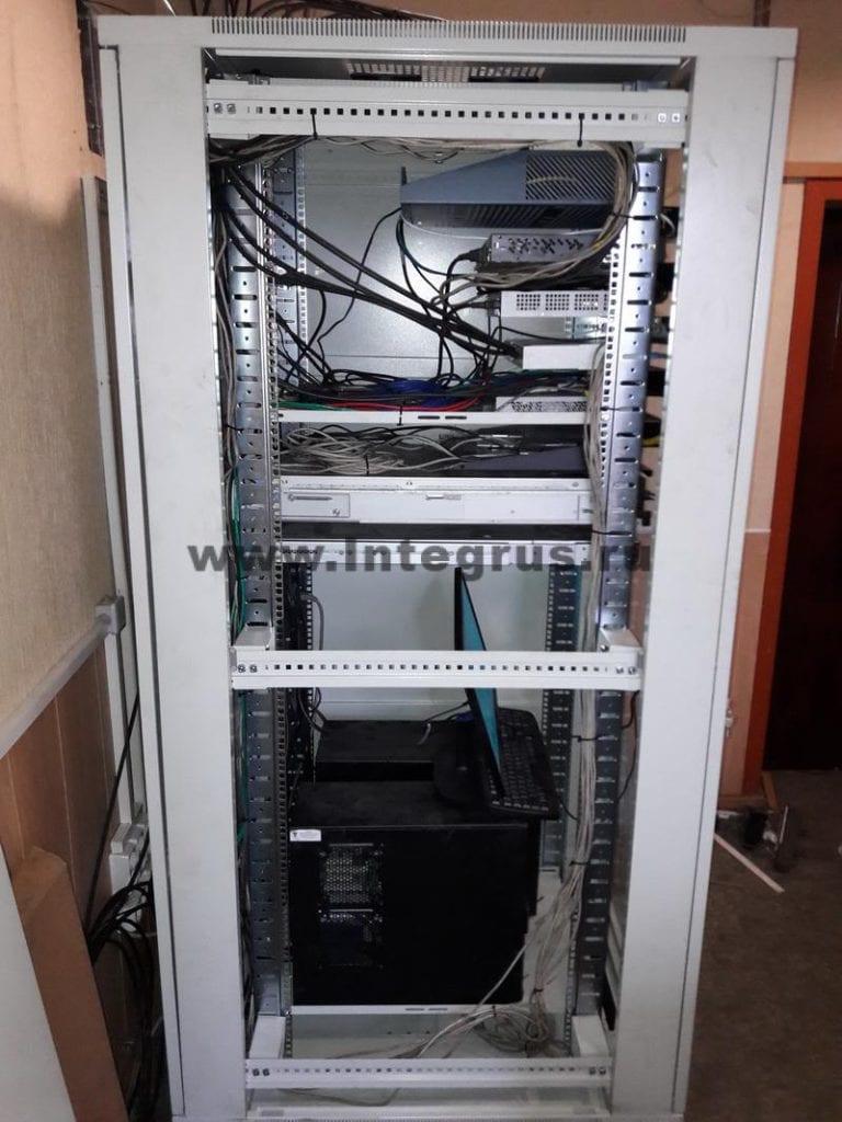 установка серверной стойки